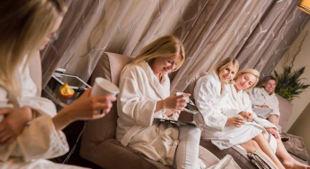Top Spa Edmonton. Luxurious Edmonton Spa Packages. Relaxing Spa Surroundings. Spa Lounge and refreshments.